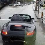 Cabrio mit Regenschirm