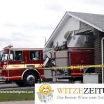 Feuerwehr rammt Haus