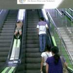 Männer Rolltreppe